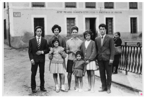 Familia en Cabezuela del Valle, 1963 - 1969, AntiquaNatura / Vía historypin.com